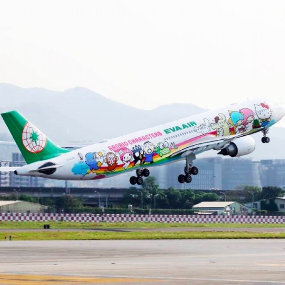OMG. There's a Hello Kitty Airplane That You Can Fly On and Here's What It Looks Like